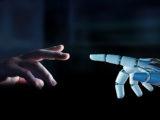 Mensch und Roboter Hand in Hand