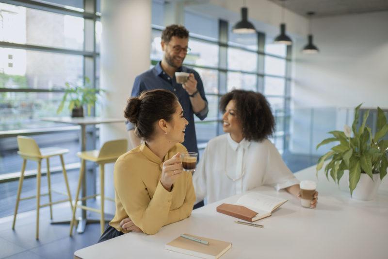 Gesrpräche am Arbeitsplatz nützen der Arbeit