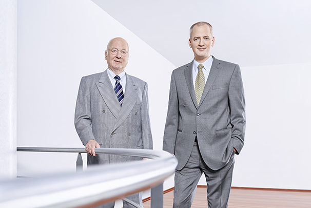 Dr. Oskar K. Wack und Dr. Harald Wack (rechts)